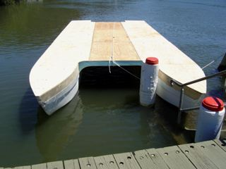 Pontoon Boats 101 - About Pontoon Houseboats